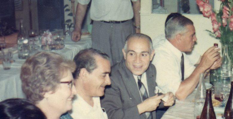 Domingo Sala entre su hermana Lia y su hermano Aquiles. Más atrás su hermano Julio